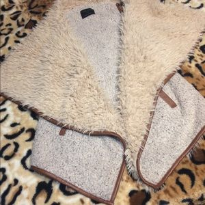 Women's Faux Fur Vest sz L